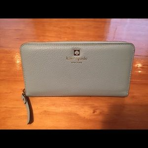 Kate spade cobble hill Lacey wallet- like new